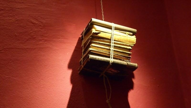 Andrea Mancini - scultura di libri - small